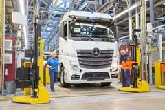 奔驰卡车工厂图片