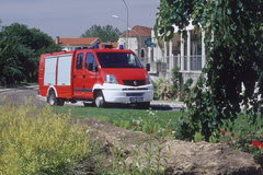 雷诺救护和消防车图片